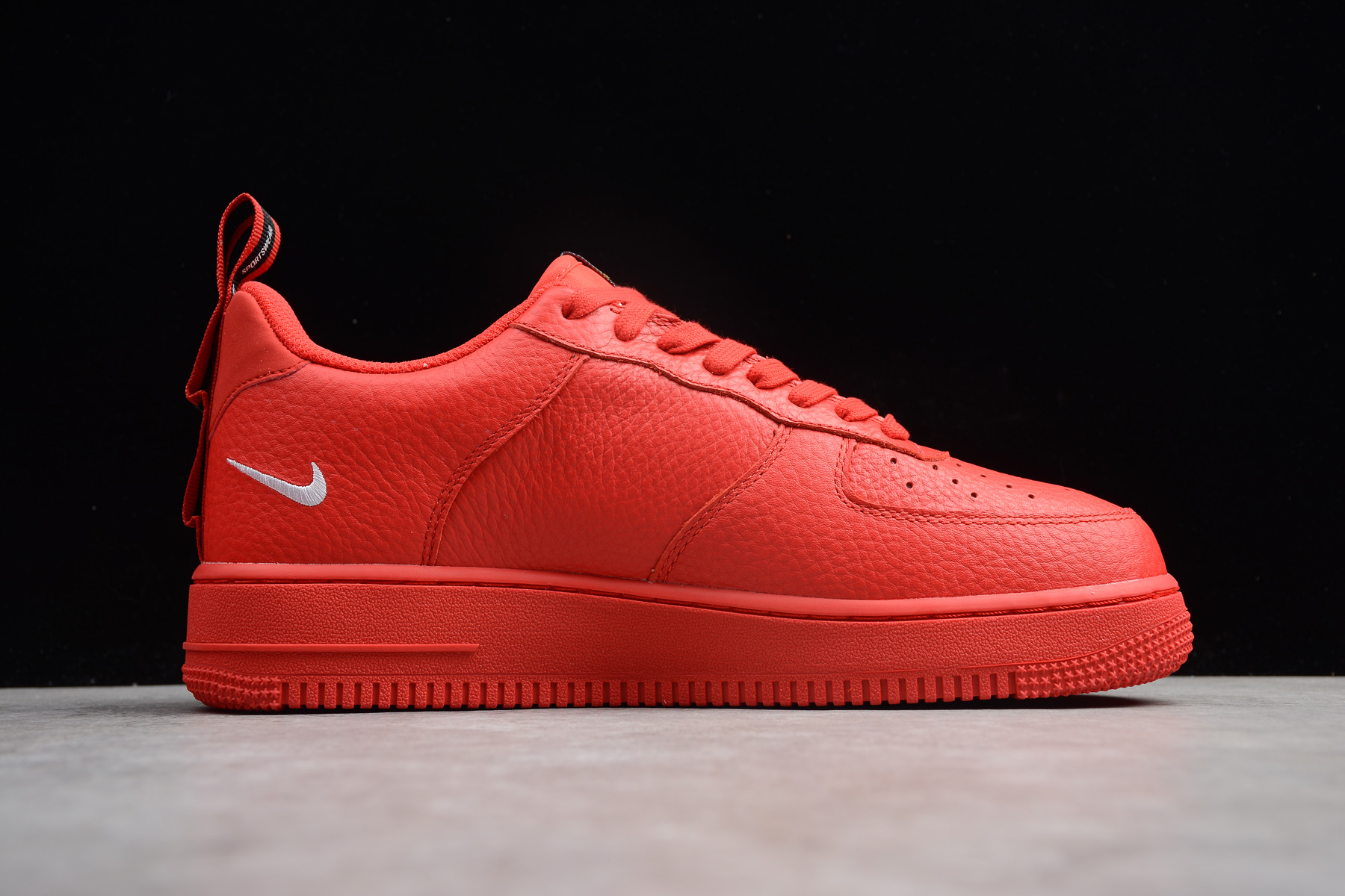 Nike Air Force 1 '07 LV8 Utility Red